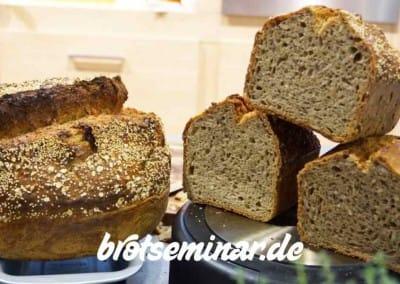 Alle Brote wurden von brotseminar.de hergestellt, finanziert, zur Ambiente 2016 an den Berndes-Stand in der Halle 3.1 mitgebracht und/oder dort im b.double round frisch gebacken (nicht aufgebacken) + gerne und persönlich von Karl-Heinz Seydel (khs) verfüttert, verteilt, verschenkt!
