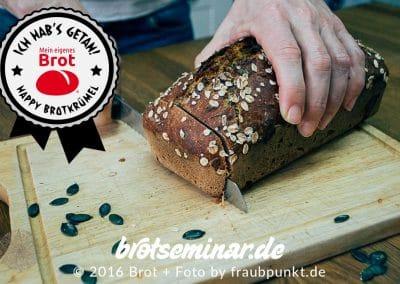 Der spannenste Moment: Wie sieht es im Brot aus?