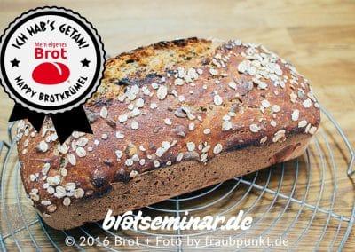 Schön ausgebackenes Dinkel-Kürbiskern-Brot nach der volksbrot2013.de-Methode hergestellt. Die 7 wunderbaren Dinkel-Brot-Back-Mischungen gibt es bei der Ostermühle (ostermuehle.de) + direkt bei HOF FRISÖR + i-shop@ in Frankfurt am schönen Main.