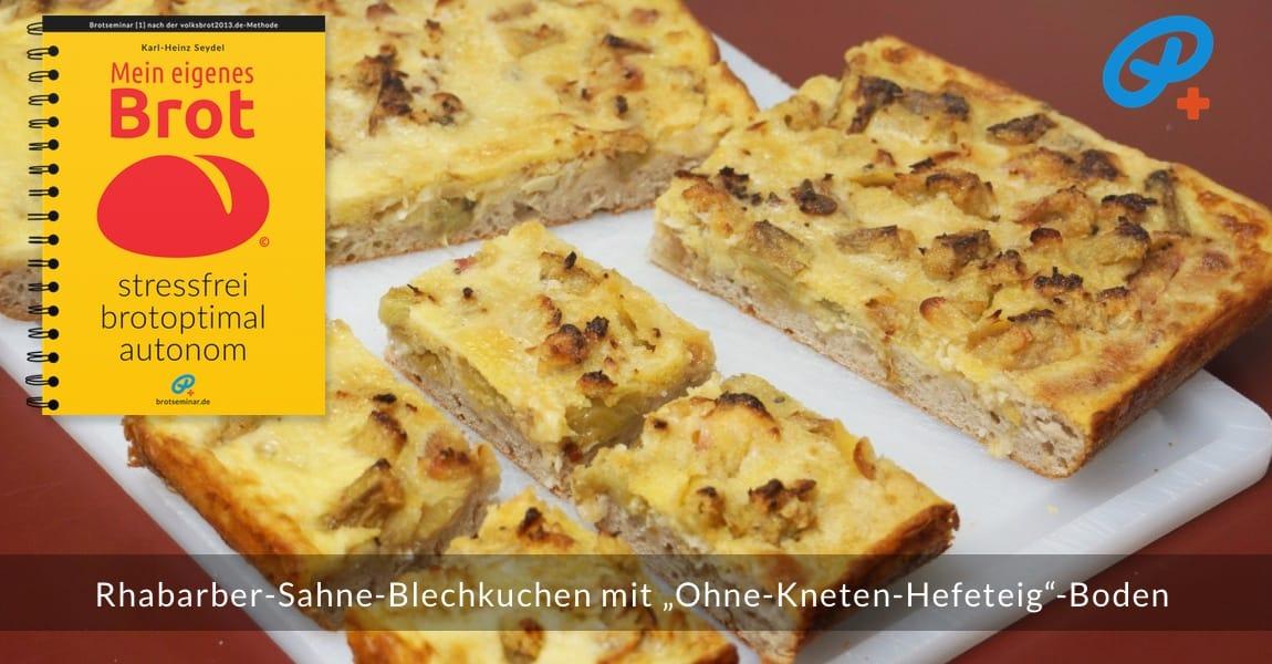 """Rhabarber-Sahne-Blechkuchen mit """"Ohne-Kneten-Hefeteig""""-Boden für Blechkuchen-Liebhaber. Auch mit einem  saftigen Überguss aus Schmand, Quark oder Pudding eine Köstlichkeit."""