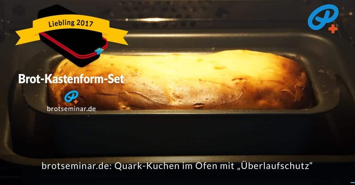 """brotseminar.de: Quark-Kuchen im """"Brot-Kastenform-Set 2017"""" ist fertig gebacken. Darunter ist eine Schale aus dem """"Multi-Kastenform-Set 2017"""" als Überlaufschutz gestellt worden. Die Füllhöhe kann so immer voll ausgenutzt werden. """"Überlaufspuren"""" auf dem Ofenboden können wir ab sofort vergessen. Egal, was wir uns mal wieder für Backwunder ausgedacht haben, jetzt immer ohne den Ofen zu versauen!"""