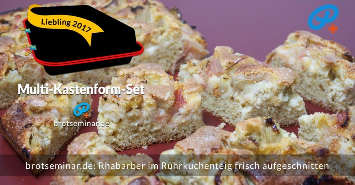"""brotseminar.de: Rhabarber im Rührkuchenteig vom Blech (Multi-Kastenform-Set 2017) ganz nahe dran. Das ist kein Skandal, wenn die Kuchen-Stückchen nicht gleich groß sind. Das ist praktizierter Kuchen-Kommunismus: """"Jeder nach seinen Bedürfnissen!""""."""