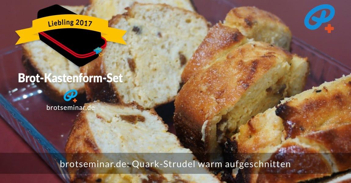 brotseminar.de: Dieser köstliche Quark-Strudel wurde noch warm aufgeschnitten. Schöne unregelmäßige Stückchen mit einer überraschenden Füllung.