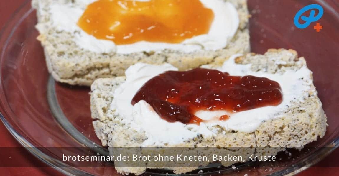brotseminar.de: Brot ohne Kneten, ohne Backen, ohne Kruste. Getoastete Scheiben mit Frischkäse + Fruchtaufstrich.