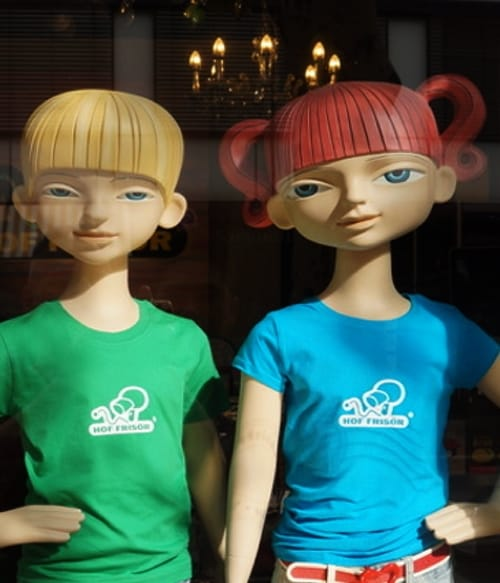 Die HOF FRISÖR-Logos auf diesen Kinder-T-Shirts wurden in unserer hauseigenen T-Shirt-Werkstatt von Karl-Heinz Seydel (khs) angefertigt.