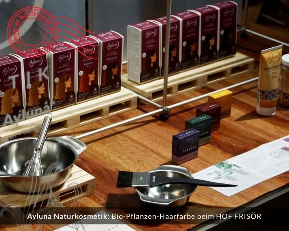 © 2020 HOF FRISÖR-Schaufenster mit Ayluna Naturkosmetik: Bio-Pflanzen-Haarfarbe, festes Shampoo, feste Haarspülung, Ghassoul-Lavaerde und -Waschcreme, professionelles Werkzeug zum Färben deiner Haare mit Pflanzenhaarfarbe